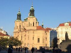 旧市街広場! 後で中に入る聖ミクラーシュ教会。