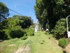 松山城に行くには、ロープウェイかリフト。 リフトに乗りました。