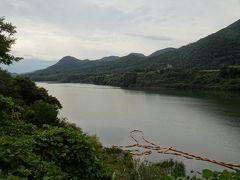七ヶ宿のダム湖などを見ながら公園を散策するも9時まで間が持たない。 そこで、