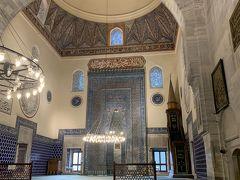 イェシルジャーミーは「緑のモスク」という意味らしく、グリーンのタイルがきれいでした。