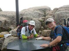 ◆「瑞牆山」(2230m)山頂に到着!  13:20撮影  ※友人の「Aさん」と私。