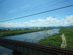 伯備線と並行して流れている日野川の鉄橋。