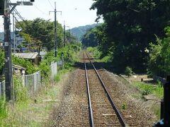 この先城崎温泉駅まで、長ーい単線非電化区間。 山陰本線は、ある意味こうでなくちゃ(笑)  個人的には、ここから鳥取までの区間は、過去に2回しか通ったことがない。 しかもその2回とも、あずき色の50系客車だった。 いつの話だよ^^;