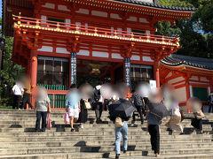 この日の八坂神社の様子。 ずいぶん人が増えました。さすがに4連休ですね。