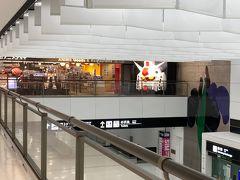 第二ターミナルに到着・・  なっ・・なんですか?? あの大きなガンダムは・・