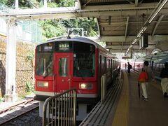 強羅から乗ってきた箱根登山電車は箱根湯本駅で終点。 ここから同じ箱根登山鉄道の小田原行きに乗り換えます。