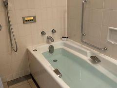 lunchの後に入浴。 帝国のバスルームはすごい速さでお湯が溜まる。 家庭みたいに溜まったら自動で止まるのも便利。