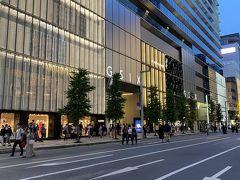 GINZA SIX。 中に少し入ったけど、一流ブランドのブティックばかりでソウルの免税店みたいやった。