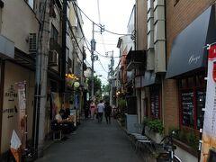 仲見世は避けて脇道から行き、浅草寺にお参り。