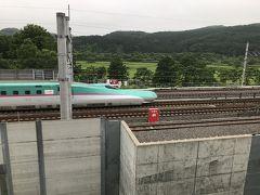 道の駅しりうち 2階の休憩室から新幹線 函館行