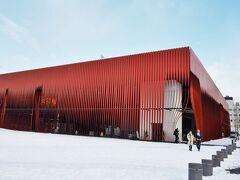青森市文化観光交流施設「ねぶたの家ワ・ラッセ」です。大型ねぶたが展示されているそうですが、残念ながら見学するほどの時間はないです。  建物のデザインが斬新でオシャレ~!  ねぶたの家 ワ・ラッセ http://www.nebuta.jp/warasse/
