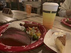 早めのランチ!  ゲストの入場数を制限している分食事が出来るお店がやっていないことも。 レストランの予約も考えたけど気がついたのが前の日。 良い時間が空いているわけないよね。 ホテルミラコスタのbuffetが食べたかったなぁ。  そんなんで娘が行きたかった所はやっていなくてウロウロ。 ユカタン・ベースキャンプ・グリルでシャフのお勧めランチがローストビーフ。 デザート付き。 ディズニーシー だからビア付きで頂きました。 ローストビーフは柔らかくて美味しかったです。  ランチの時間ちょっと前だったので全く並ばずに入れました。 混んでなかったのでゆっくり頂きました。 テーブルもソーシャルディスタンス。  ランチするなら11時ごろがお勧めです。 その後は行列が出来ていました。