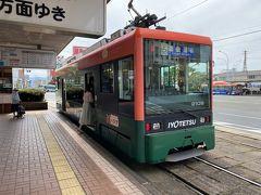 それでは早速松山駅前停留場から道後温泉方面の市電に乗り込みます。 松山市内の市電は新旧の車両が混在しているみたいですね。