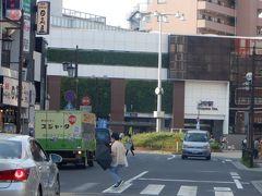 16時10分、そのまま東西線沿いに走り浦安駅前を通過しました。