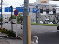 17時、JR京葉線新木場駅を通ります。このあたりは複雑なジャンクションがなく、歩道も広く走りやすいです。