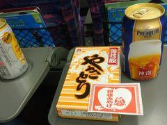 まずは新幹線車内で景気づけ。福島でランチの予定なのであくまで軽く。