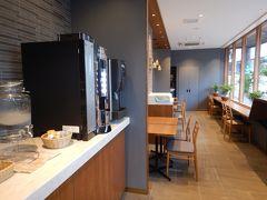 外に出て併設のベーカリー・カフェ「ピコット」へ。 パンはほとんど売り切れでした。