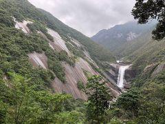 それからレンタカーを走らせ、千尋の滝へ。屋久島にはこれまで3回ほど来ていますが、そのたびに来ている、個人的に思い出深い場所です。