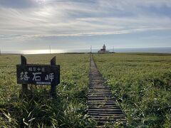 すると、一気に視界が開け、落石岬灯台が! 北海道三大秘岬のひとつとも呼ばれているらしい。
