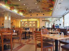 関越で新潟方面へ。 高坂SAでランチ。 下り線のレストランは大混雑だったので、上り線のSAへ歩いていくと、すいてる。