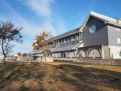道の駅の隣に今泉記念館という立派な建物。 美術館のようです。