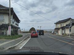 出雲大社を後にして、石見銀山に向かいます。 途中、稲佐の浜(弁天島)が見えました。