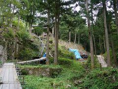 途中には味のある佐毘売山神社が。