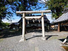 時間は13時過ぎ。 松本に到着。 松本城の開智学校寄りの市営駐車場に停めました。 すぐとなりには、松本神社という神社があり、まずは参拝します。