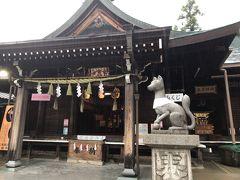 三光稲荷神社に参拝しつつ、犬山城に向かいます。 目の前に銭洗い場がありましたが、土砂降りで諦めます。