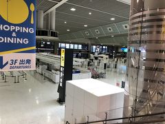 9か月ぶりの成田第2タ-ミナル。国際線が多いため、ほとんど人がいなく閑散としていました。でも空港って何かが始まりそうな空気が漂っていて良いですね~。
