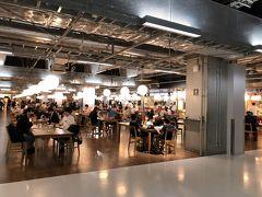 フ-ドコ-トはいつの間にか広くなって、店も増えていました。GoToトラベルの影響なのかLCC国内線が多い第3タ-ミナルは比較的混雑していました。ここで早めの昼食。席はソーシャルディスタンスで皆さん疎らに座っていました。基本、相席は出来ない感じです。