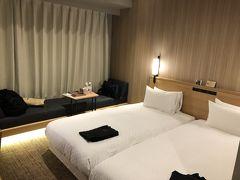 到着後、親戚の家にご挨拶に寄り、夜神戸に到着しました。本日の宿泊はCANDEO HOTELS 神戸トアロ-ド。結構広めの部屋で別のフロアには大浴場もあります。ツイン朝食付きで13,794円でした。