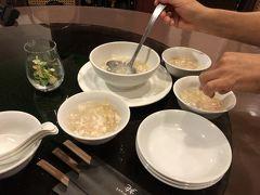 夜は息子夫婦と合流、南京町の雅苑酒家本店で食事しました。中華は4人いると色んな種類が食べられて良いです。まずは定番のフカヒレス-プ。