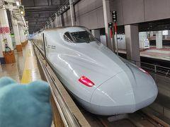 4連休の初日といっても、朝6時の博多駅は人影もまばら。九州新幹線「つばめ」にのってしゅっぱーつ