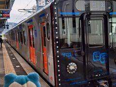 新鳥栖から1時間半弱で諫早駅に到着。ここで大村線に乗り換え。なんかピカピカした派手顔のヤツが来たな!