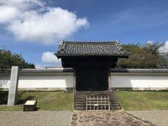 この横にある弘道館で、100名城のスタンプを押させてもらいました。