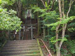4連休の2日目、Gotoで人も多いと思い早起きして目的地佐伯へ あまりにも早過ぎたので、寄り道して尺間神社へ向かうことに。 途中から離合も不安になりながら細い山道を5k進みようやく駐車場にそこからが 神社へは400段の石段を登ります。 朝の運動です!