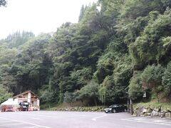 7時半、高千穂峡到着。 最寄りの駐車場もガラ空き。 まだ駐車場のおばちゃんも出勤してません 笑