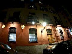 【本場のフラメンコを観にいく】  この日の夜にフラメンコ鑑賞です。  今回、連れて行ってもらったのは「Corral De La Moreria(コラール デ ラ モレリア)」という店です。