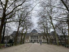 ブリュッセル公園から見る王宮
