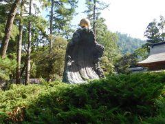 大国主命像の向かいには金色の玉が波に運ばれている様子。 あの玉は「幸魂・奇魂(さきみたま・くしみたま)」という魂なのだそうだ。