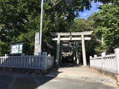 14<岐佐神社(きさじんじゃ)> 町の中央部の小高い丘にあるのが、舞阪の氏神「岐佐神社」。 御祭神は「蚶貝比売命(アカガイの神)」と「蛤貝比売命(ハマグリの神)」という、何とびっくり「貝の神様」です!!