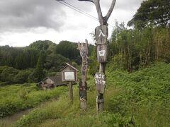 お墓参りを済ませて竹田市内へ。途中、「黄牛(あめうし)の滝」の入口も通りました。ここの滝も見事ですが、今回は高齢の親戚等もいたので、入口のみでパスです。  ただし、滝自体は本当に見事なので、特に夏場は近くに行かれたら立ち寄ることをお勧めします。滝つぼ近くは足場が悪いので、しっかりした靴で行ってくださいん。できれば靴底がしっかりしたウォーキングシューズがお勧めです。