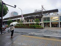 ●JR元町駅  台風10号の影響で雨が降っています。 台風は、朝鮮半島方面へ抜けました。非常に強い勢力でしたが、幸いにも大阪には大きなダメージはありませんでした。