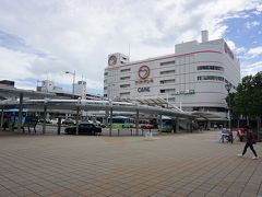 ●JR加古川駅前  JR加古川駅に到着しました。 垂水を通過する頃、すごい雨でしたが、加古川は青空が広がっています。 駅前のヤマトヤシキ。