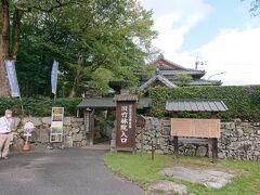 旧竹林院にやってきました。延暦寺の僧侶の里坊(隠居所)だそうです。邸内には主屋の南西に約3,300㎡の庭園が広がっています。 入場料330円ですが、なかなか見応えがありました。