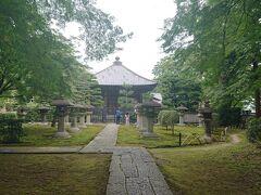 慈眼堂にやってきました。 天海大僧正の廟所。境内には、江戸時代以降の歴代天台座主の墓があり、徳川家康や紫式部の供養塔もあります。受付もなく、入場料も不要です。