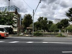 品川宿の本陣跡でもある聖蹟公園で、丁度中間地点。