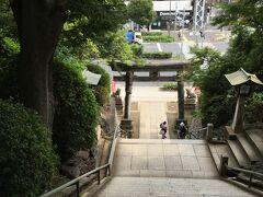急な階段を登ってお参りした後は、もちろん富士登山。