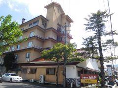 本日の宿、わた屋さん。津和野で唯一の温泉旅館。まだ14時前だったので、荷物だけ預けて観光に向かう。